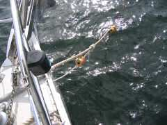 Rolling hitch on mooring line